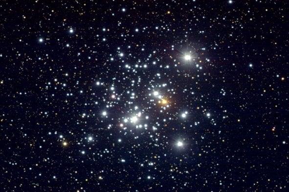 星團示意圖。圖為疏散星團NGC 4755,可見其中恆星發出美麗的光。(NASA)