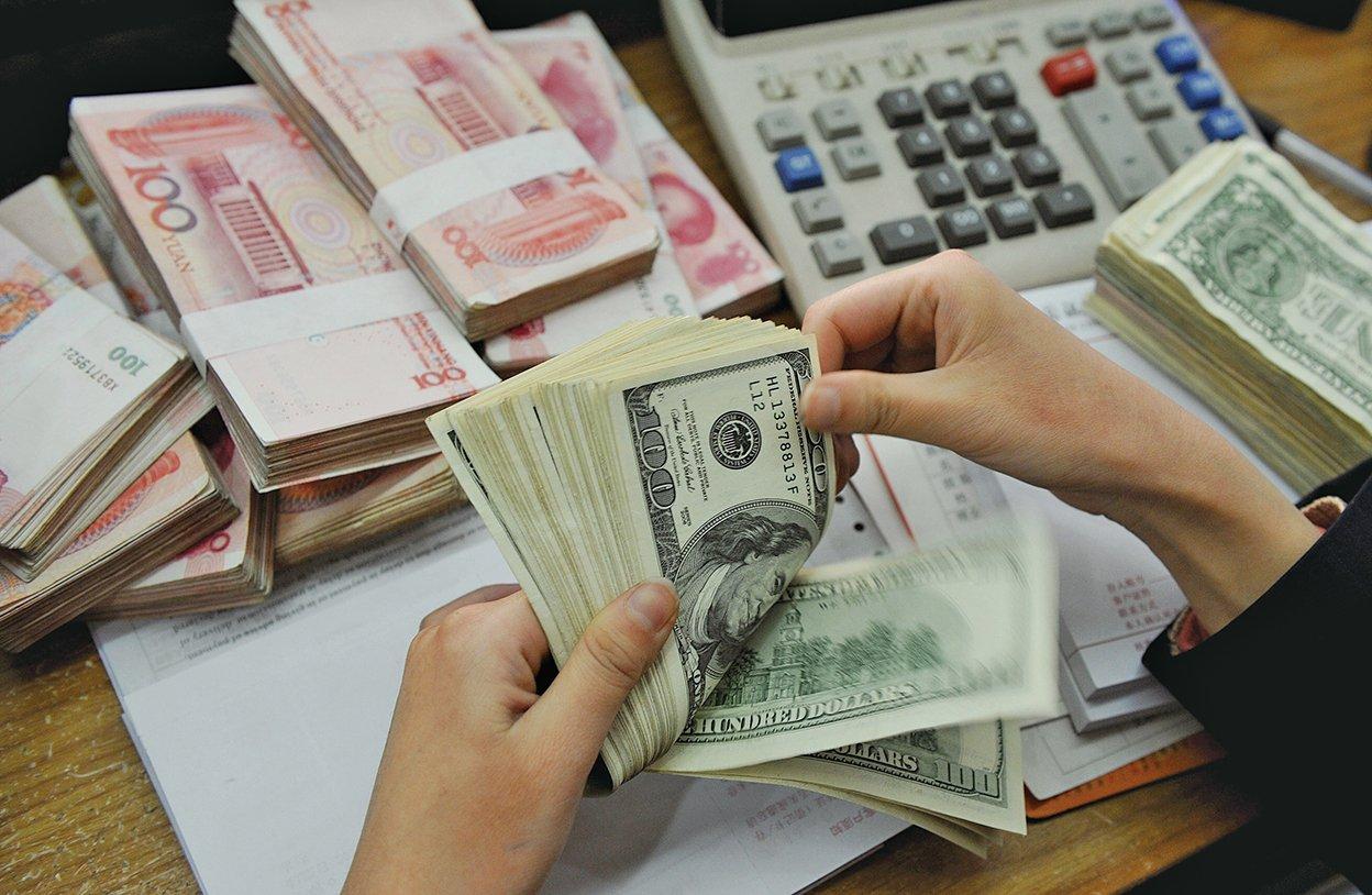 近日,法國經濟學家艾西亞透露,第四季度中國大陸資本外流將達到766億美元。有專家表示,資本合法流出也可能帶來金融風險。(AFP)
