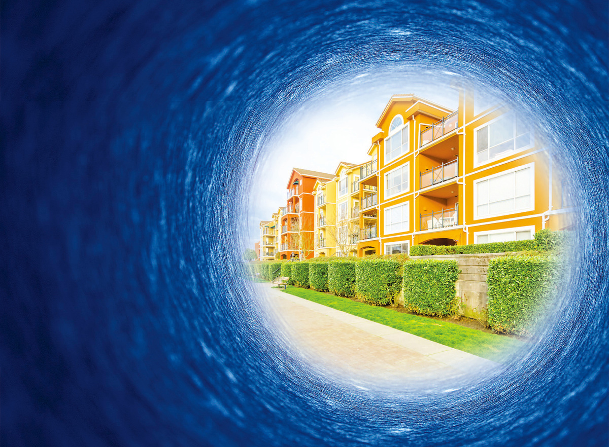 麗莎和凱文的家,其實是一間公寓而非獨棟房屋,不過正是一間橙棕色的建築物。