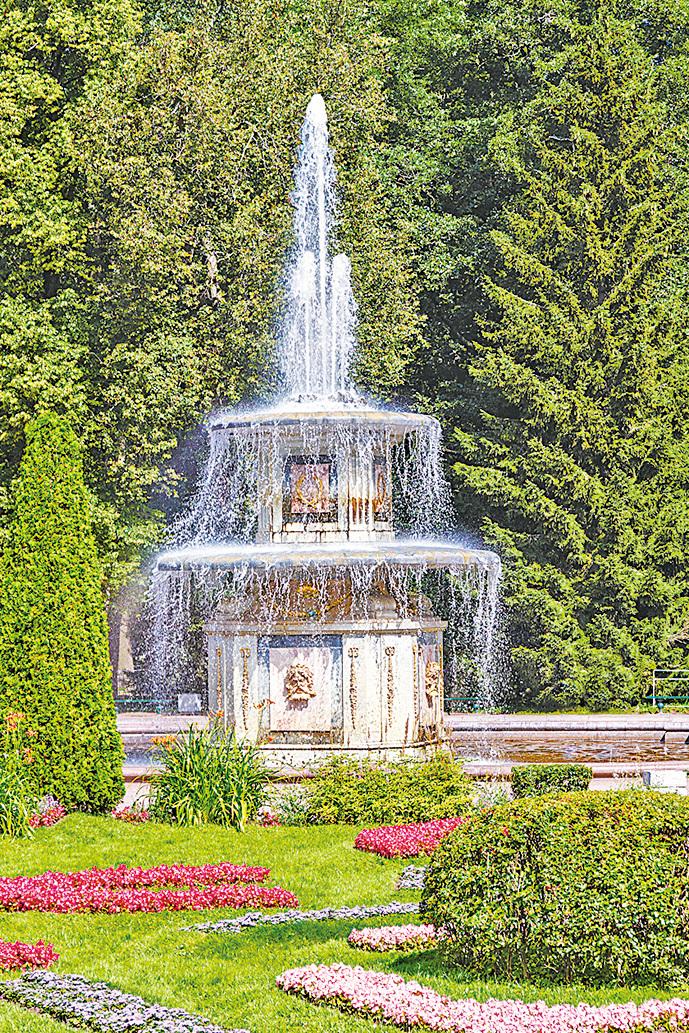 蛋糕式羅馬噴泉。