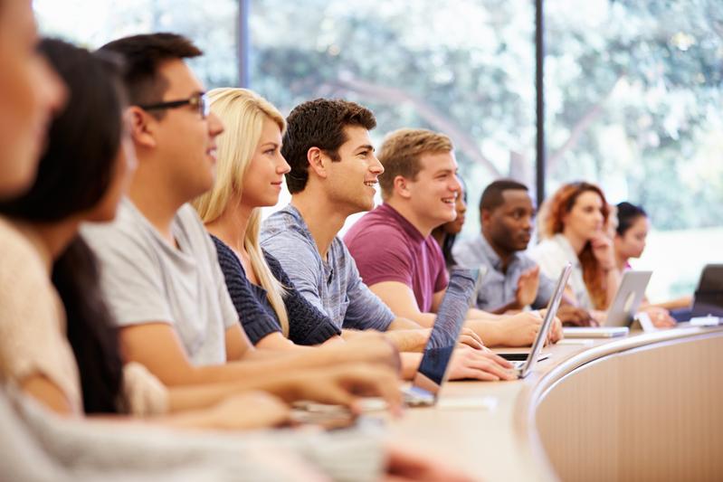 前美國商人特朗普成功當選總統一年後,更多哈佛大學商學院畢業生已經或準備步入政壇。(fotolia)