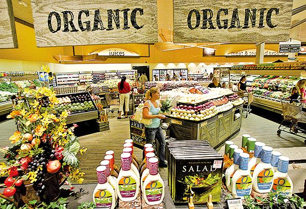 這些年來農藥、化肥等引起的食品安全問題,讓消費者逐漸青睞零污染的有機食品。(Getty Images)