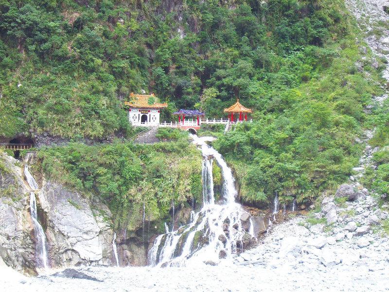 台灣花蓮太魯閣 飽覽懸崖峭壁之美