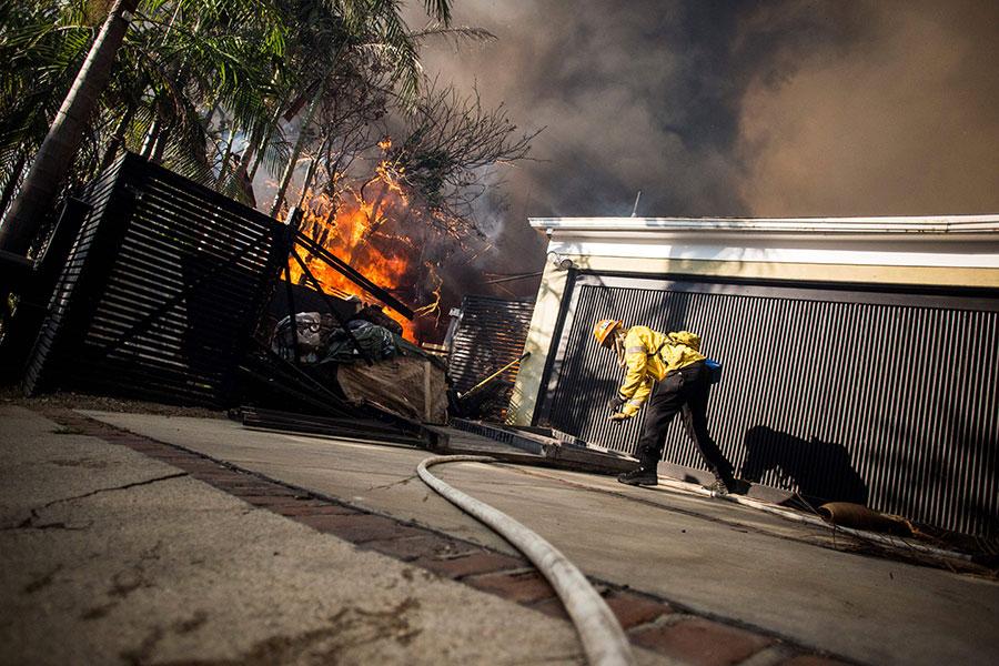 洛杉磯遭遇山火肆虐。(Kyle Grillot/AFP/Getty Images)