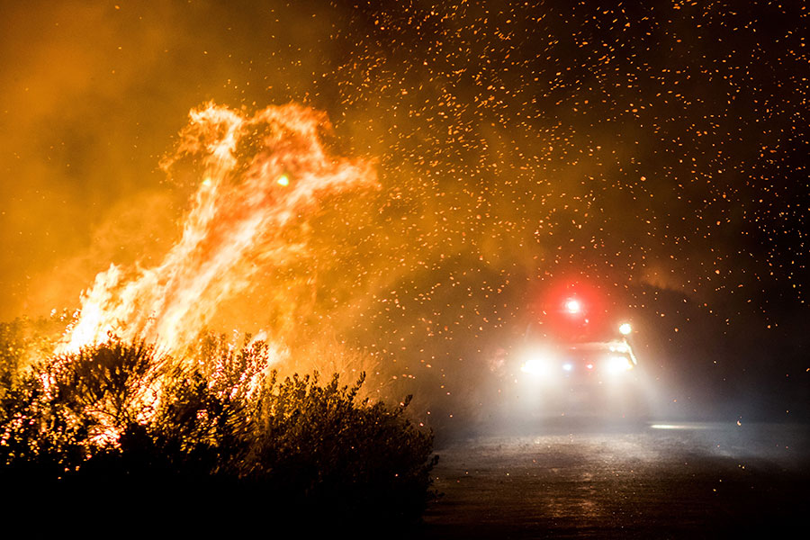 南加州遭山火肆虐的地區,已經有20萬人撤離家園。(Kyle Grillot/AFP/Getty Images)