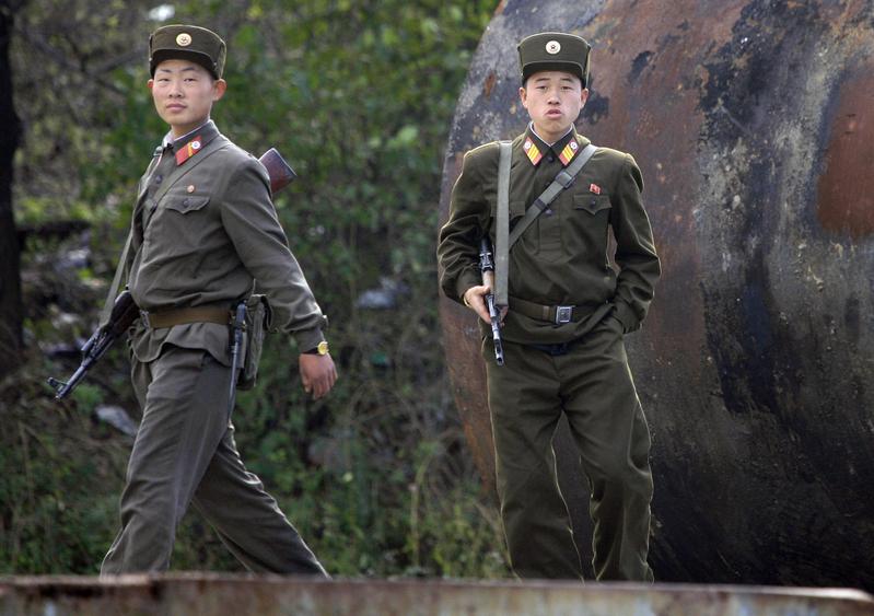 圖為中朝邊界士兵。(FREDERIC J. BROWN / AFP)