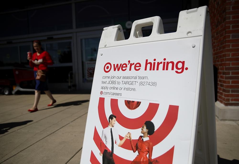 美國勞工部週五(12月8日)公布11月就業報告,新增22.8萬個工作,高於市場預期,失業率為4.1%,為17年來最低點,專家分析,美聯儲下週肯定加息。(Justin Sullivan/Getty Images)