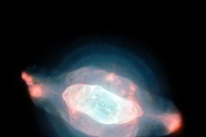 奇怪的土星星雲 像幾個形狀特殊的泡泡