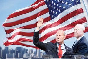 從古巴難民 到美國移民局長