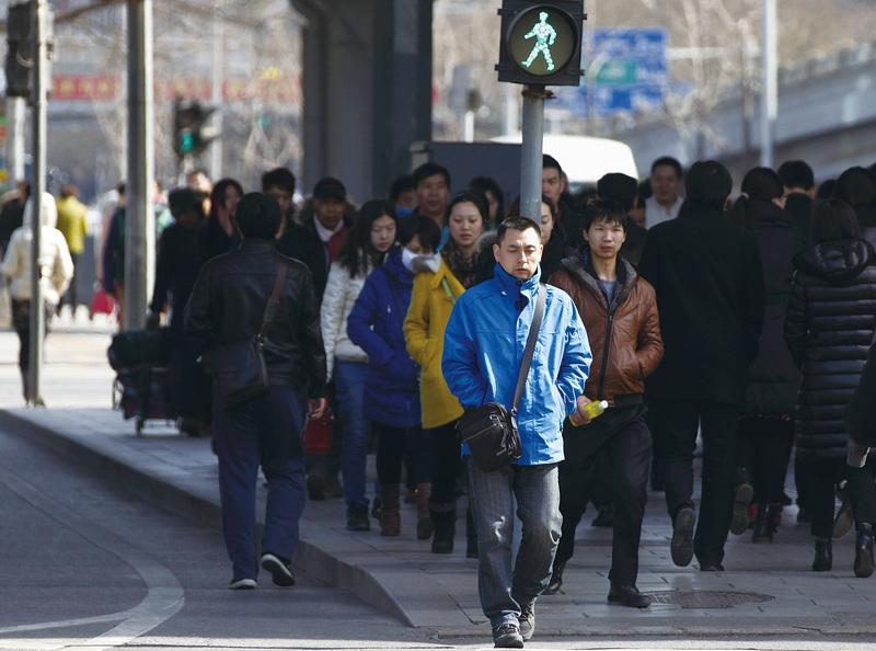 北京街頭的行人。(大紀元資料室)