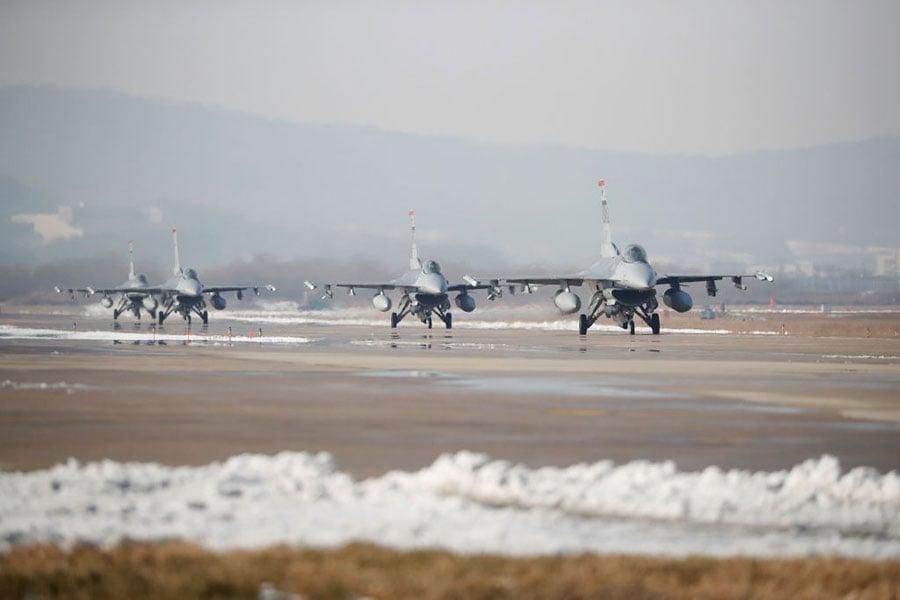 12月6日,美韓空軍史上最大規模「警戒王牌」聯合軍演中的美軍F-16戰鬥機。(Kim Hong-Ji-Pool/Getty Images)