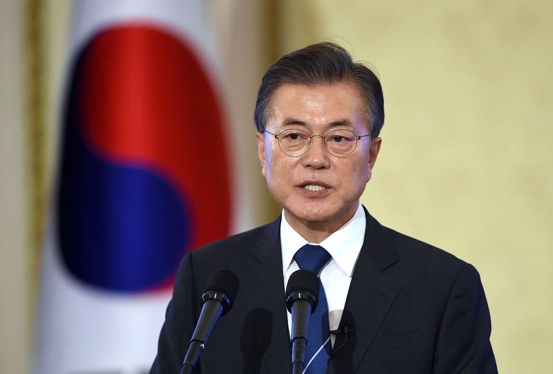 南韓總統文在寅本周訪華,有關朝鮮半島緊張局勢將是訪問議題的重中之重。圖為文在寅在青瓦台舉行的就職百日記者會上講話。(Jung Yeon-Je-Pool/Getty Images)
