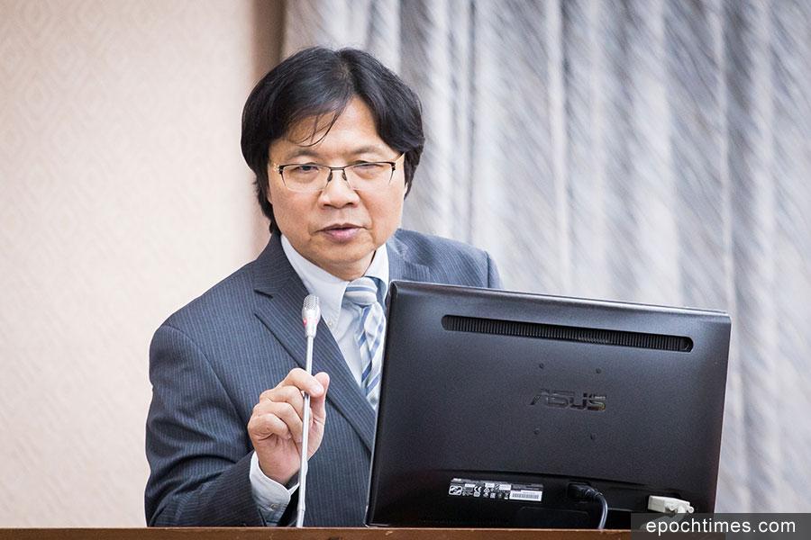 台灣內政部長葉俊榮(圖)表示,移民署相關設備未被中共植入程式開後門。(陳柏州/大紀元)