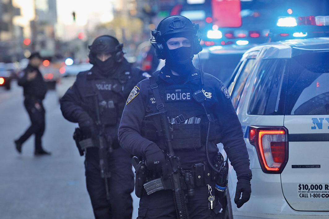 周一(12月11日),美國紐約曼哈頓發生一宗自製炸彈恐襲事件,涉案疑犯是通過親屬移民來美的孟加拉國人。(Getty Images)