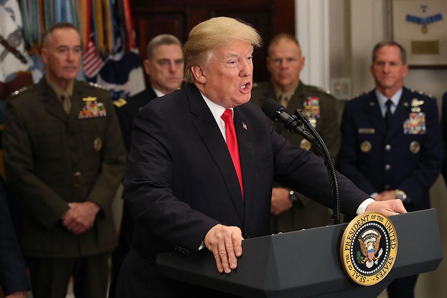 周二(12月12日),特朗普總統在白宮簽署「國防授權法案」(National Defense Authorization Act ,NDAA),推動強軍構想。(Mark Wilson/Getty Images)