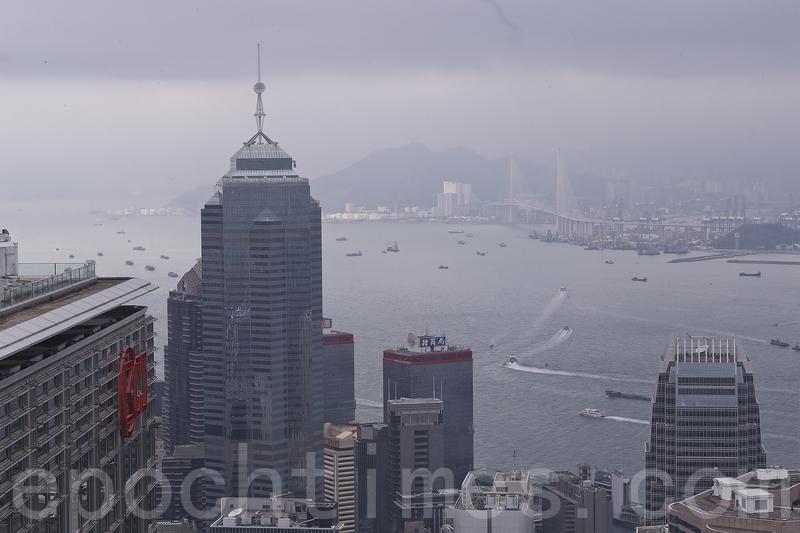 李嘉誠旗下的中環中心,上月落實以天價402億元賣給中資財團。(大紀元資料室)