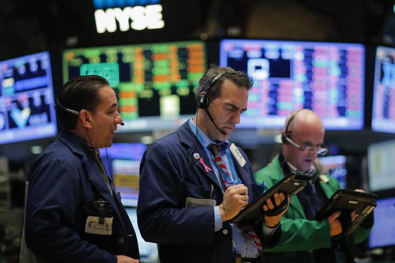美國標普500指數自2月中旬以來強力反彈約15%,本益比高達17.5倍。圖為紐約證券交易所(NYSE)。(Getty Images)