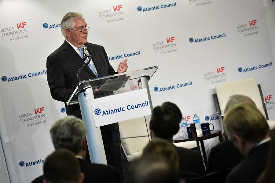 蒂勒森周二在華府智庫「大西洋理事會」上表示,美國可不設前提條件地與朝進行首輪對話,引發各方關注。(MANDEL NGAN/AFP/Getty Images)
