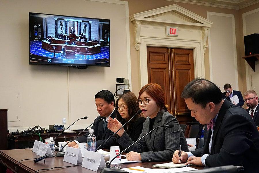 國際律師協會公佈最新調查報告,認定北韓領導人金正恩犯下了國際刑事法庭規定的10宗反人類罪行。圖為12月12日,「脫北」者在美國國會眾議院外交委員會舉行的聽證會上作證。(Alex Wong/Getty Images)