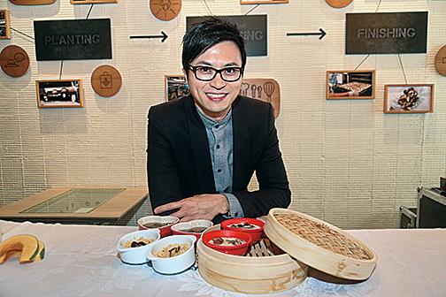 註冊營養師「爸B」陳國賓示範其設計的姬松茸食譜。