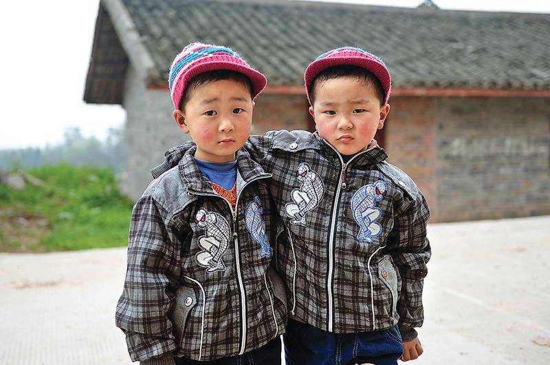 雙胞胎兄弟馮小雙和馮小偉。(大紀元資料室)