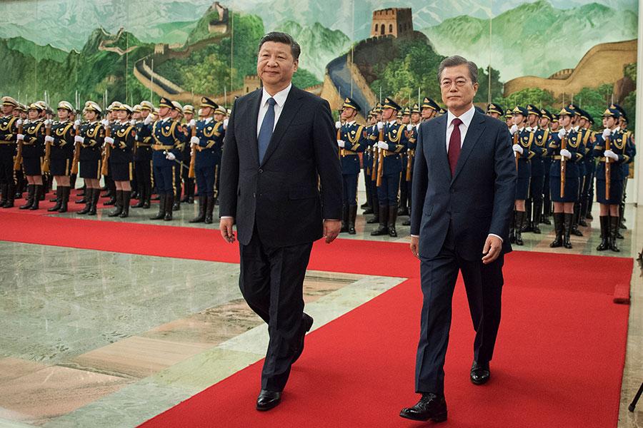 南韓總統文在寅展開訪華行程,14日與中國國家主席習近平會晤。(Nicolas Asfouri-Pool/Getty Images)