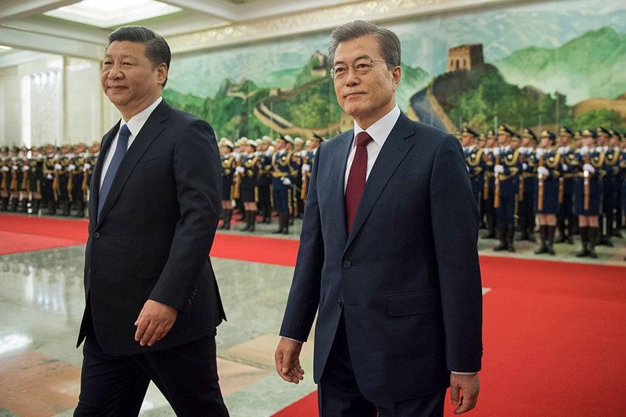 12月14日習近平在北京會晤文在寅,中韓之間的高層互動一舉一動都被外界關注。(NICOLAS ASFOURI/AFP/Getty Images)