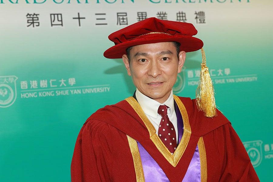2017年12月14日,劉德華獲頒香港樹仁大學榮譽文學博士學位。(大紀元資料室)