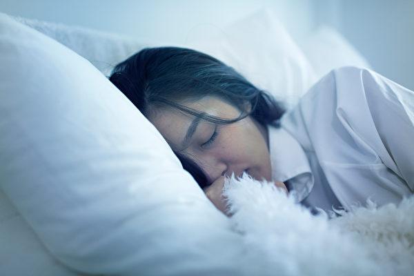 睡眠不足會造成疲勞,過度疲勞會影響睡眠質量甚至造成失眠,而進入惡性循環。 (fotolia)