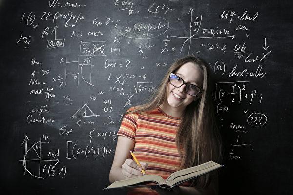 研究與數據顯示,女孩學習數學的能力,跟她們的自信心有關。(Shuttertsock)