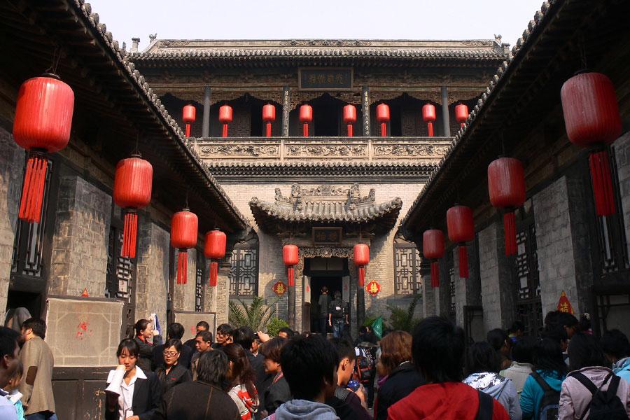 喬家大院現在是山西省核心旅遊景區之一,它見證了中國傳奇晉商喬氏家族的興衰成敗。圖為喬家大院之靜怡院。(維基百科公有領域)