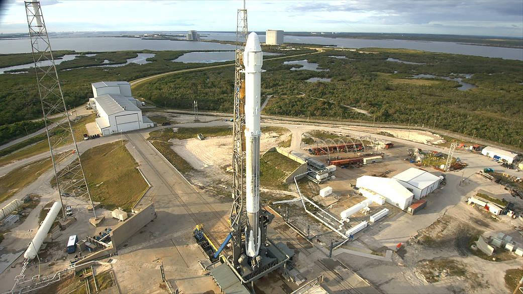 美國太空探索科技公司SpaceX再創歷史,12月15日SpaceX首次同時利用回收的火箭及「二手」無人貨運飛船,為美國太空總署向國際太空站運送物資。(NASA)