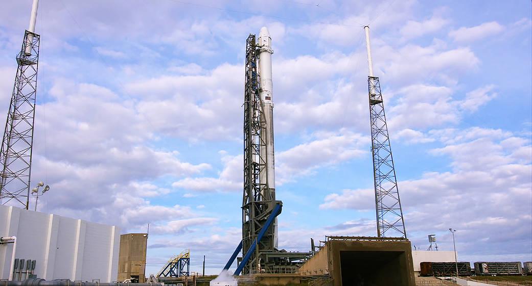 太空探索技術公司SpaceX的「獵鷹9號」火箭托舉「龍」飛船(太空船)升空,發射過程一切順利。(NASA)