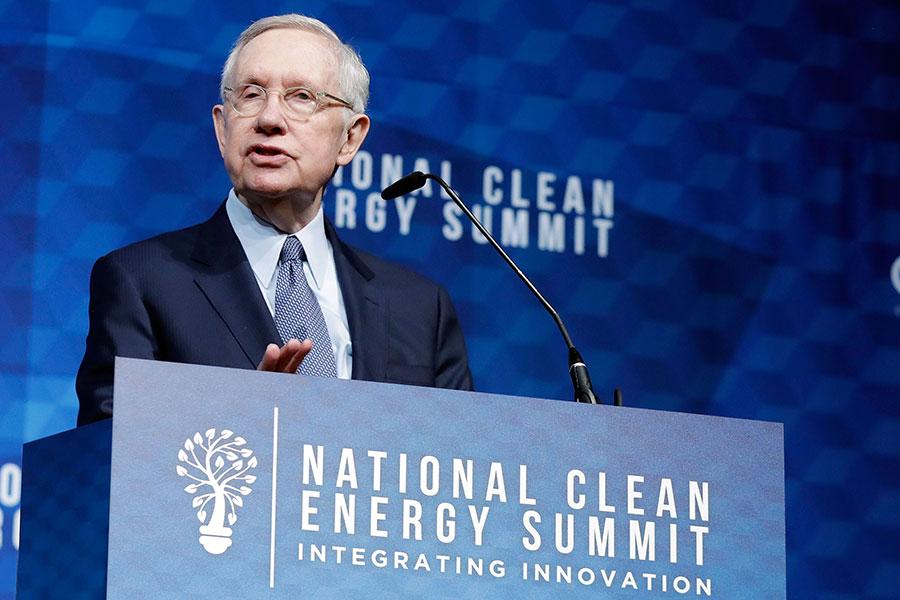 「先進航空威脅識別計劃」雖然不屬於機密範疇,但當時知道的官員數量極為有限。這個計劃是當時的參議院多數黨領袖、內華達州參議員哈里・里德(D-Nevada)的心血結晶。(Isaac Brekken/Getty Images for National Clean Energy Summit)