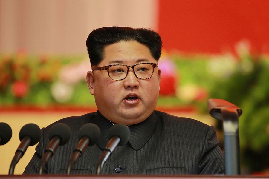圖為12月12日北韓領導人金正恩在平壤出席一個軍工業會議上發言。(AFP/Getty Images)