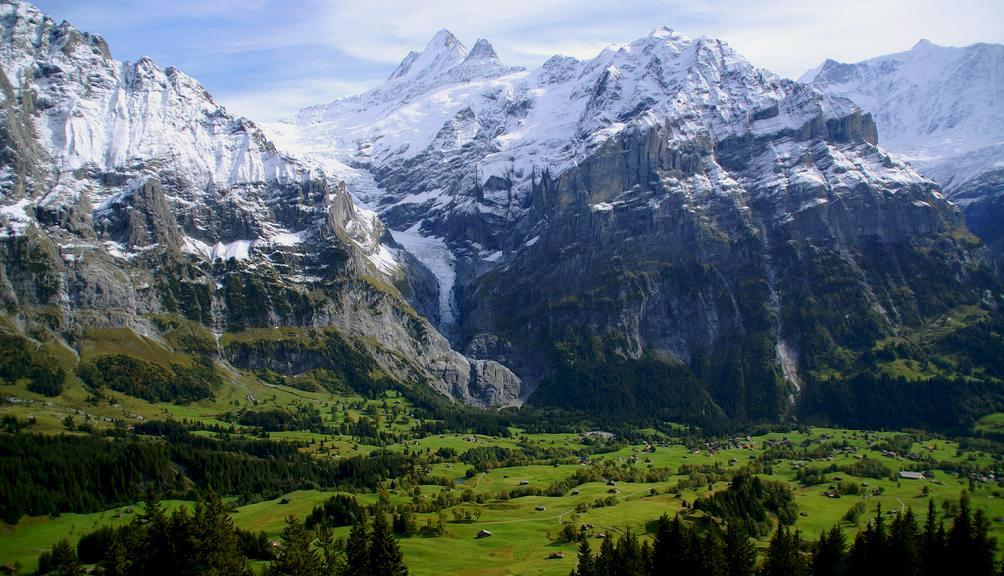 瑞士一條纜索鐵路是世界上最陡峭的鐵路,將於當地時間星期日(12月17日)正式啟用。(視像擷圖)