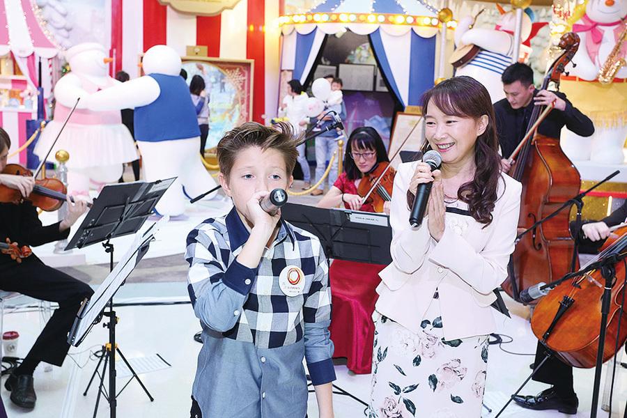 小歌神黎夏利 陳美齡同台獻唱Jingle Bells