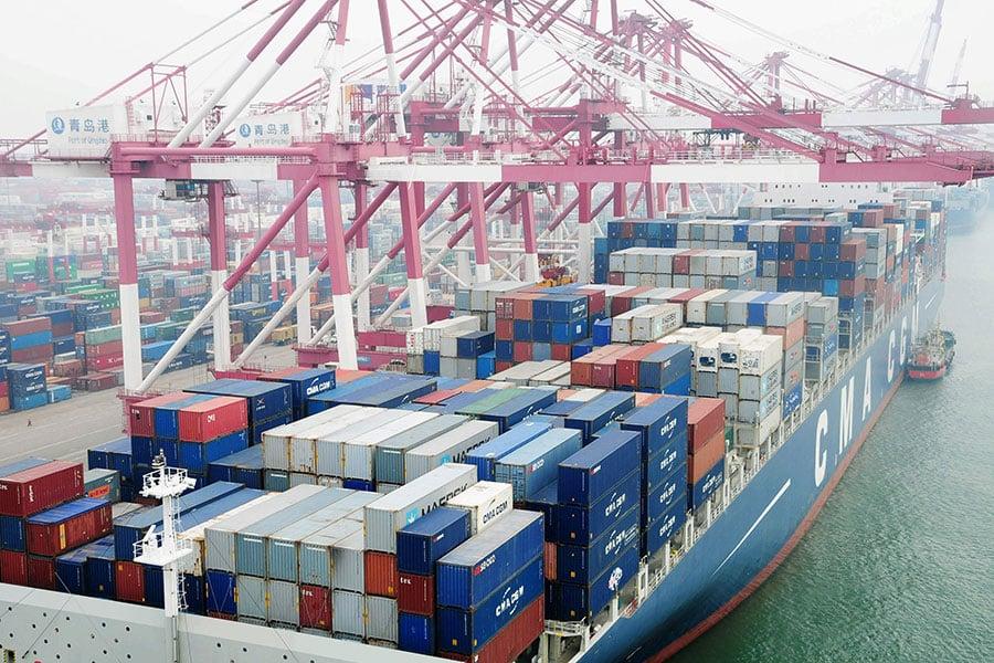 美、歐、日上周對中共的貿易、補貼和知識產權問題加強施壓。外媒指出,中共政治經濟制度和西方的巨大分歧是貿易糾紛的根本原因。(STR/AFP/Getty Images)