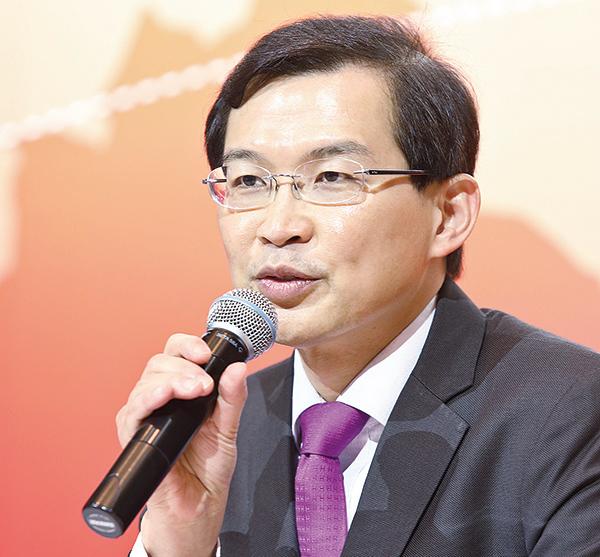 入稟狀指曹貴子自2013年起在康宏內安置心腹執行他的指令,並透過不當分配股權鞏固勢力,嚴重違反董事信託責任。(大紀元資料室)