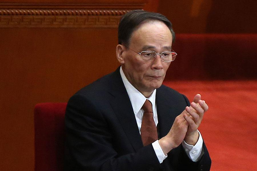 今年中共兩會,如果王岐山如外界所傳出任中共國家副主席,那麼他是否與卸任國家副主席的李源潮有互動引發關注。(Feng Li/Getty Images)