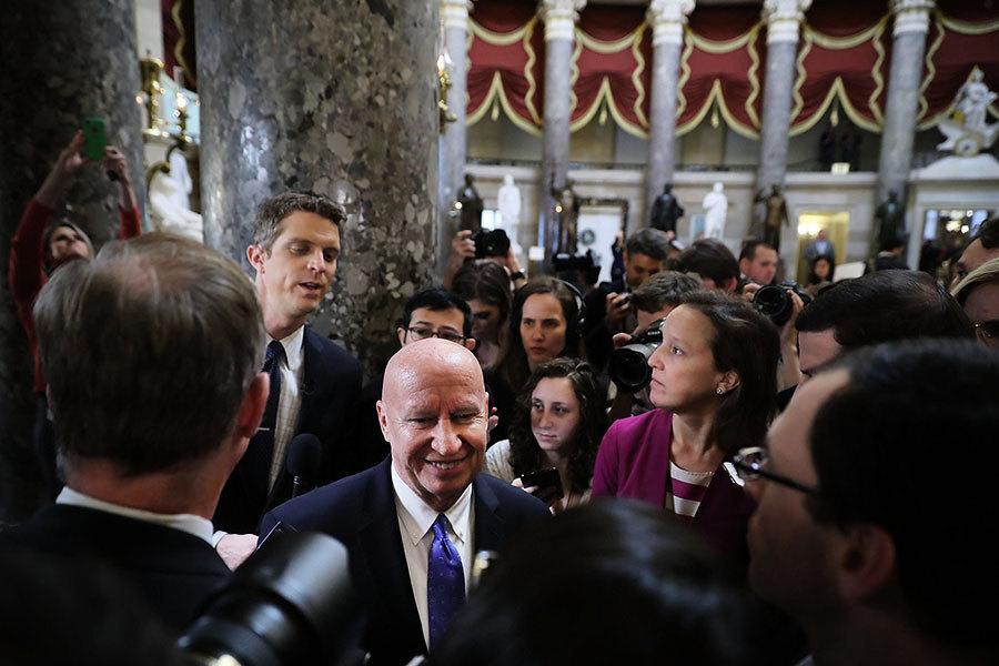 參眾兩院通過稅改法案 特朗普首個立法勝利