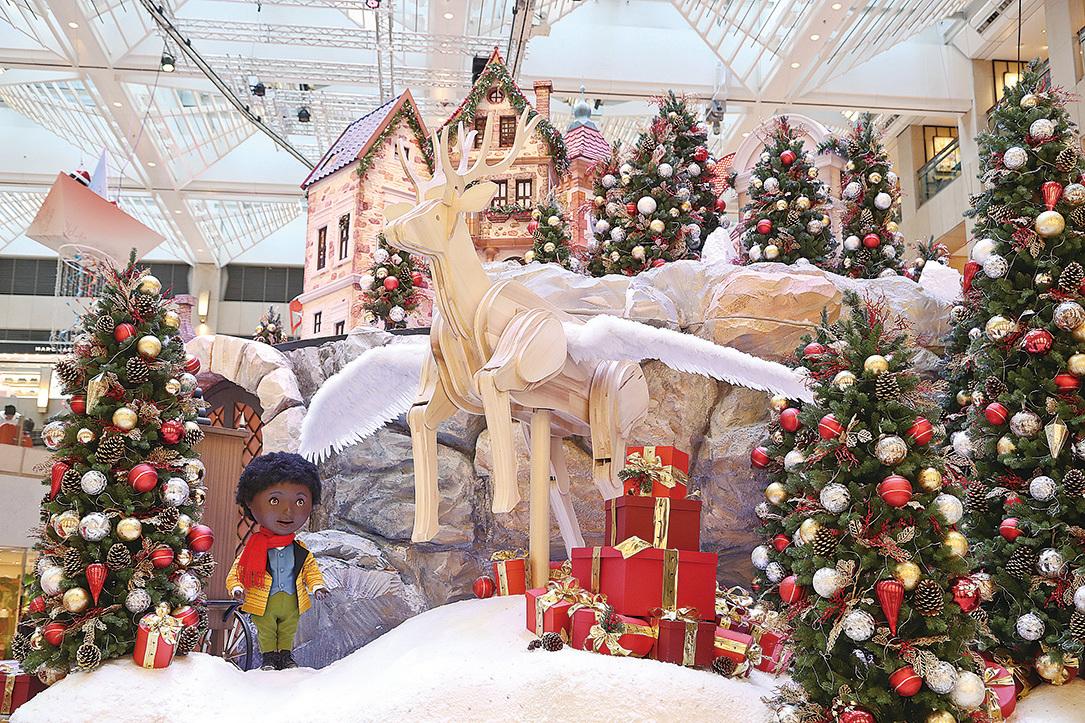 圖為置地廣場迎接聖誕的燈飾。(余鋼/大紀元)