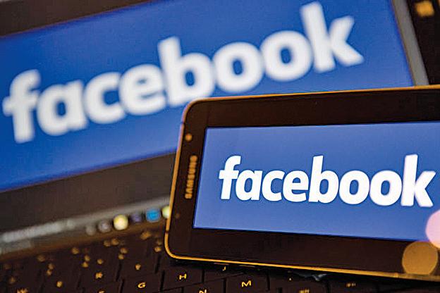 研究發現,使用臉書可能危害健康。(AFP PHOTO/Justin TALLIS)