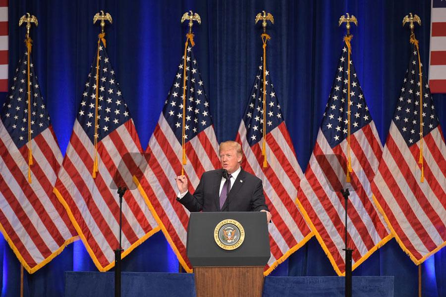 美國總統特朗普周三(12月20日)簽署了一道行政令,要求美國政府採取措施,減少美國對於「關鍵礦物」的進口依賴。圖為特朗普12月18日就白宮當天發表的《國家安全戰略》報告,發表演說。(MANDEL NGAN/AFP/Getty Images)