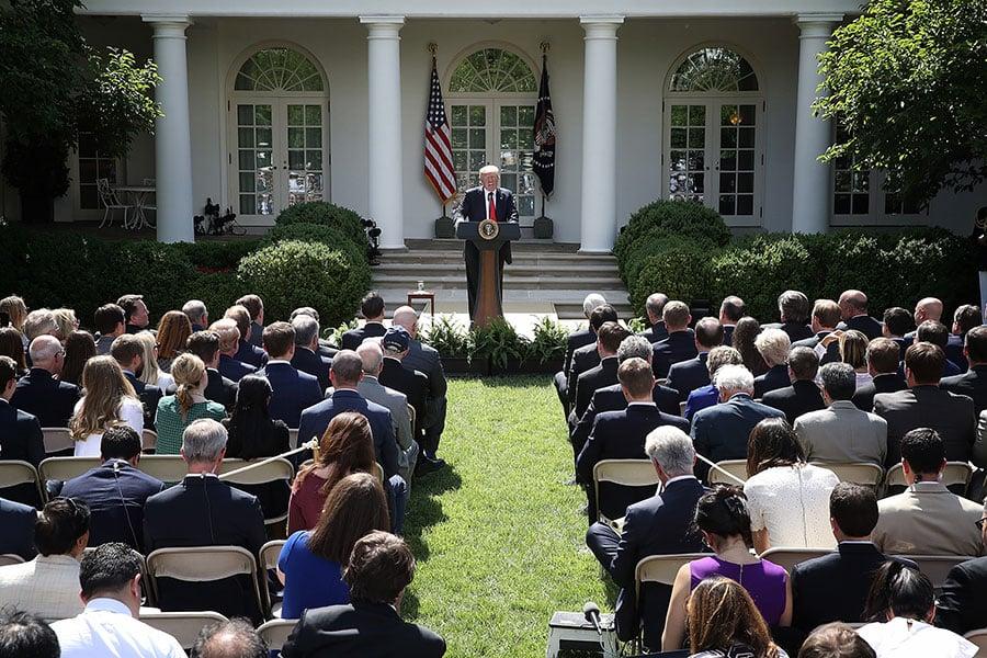 特朗普6月1日在白宮玫瑰花園正式宣佈退出《巴黎協定》。(Win McNamee/Getty Images)