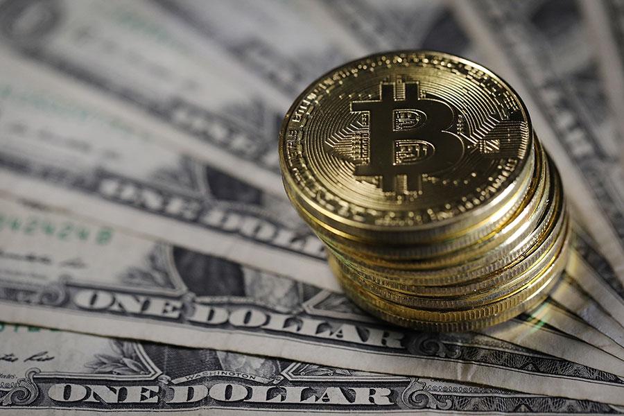 虛擬貨幣比特幣(Bitcoin)價格不斷攀漲,2018年1月2日的當日高點為15,216美元。(Dan Kitwood/Getty Images)