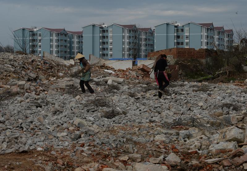 大陸地產大佬任志強表示,在政府大把收土地70年租金的情況下,征收房產稅就是搶劫。(MARK RALSTON/AFP/Getty Images)