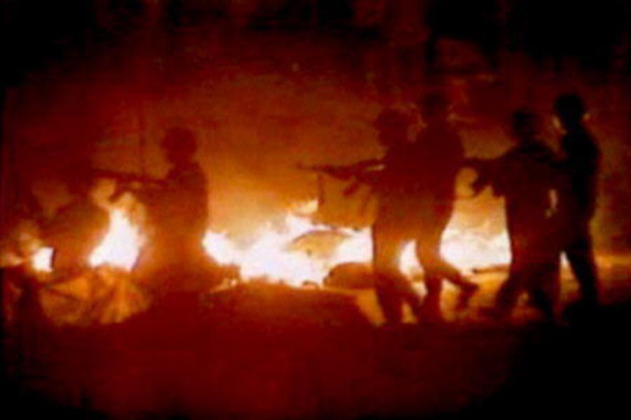 1989年6月4日北京「六四」大屠殺內幕持續被曝出。英國、加拿大、美國、蘇聯的解密文件先後曝光了「六四」長安街屠殺內幕及殺人細節、死亡人數等情況。圖為天安門「六四」屠殺現場。(視像擷圖)