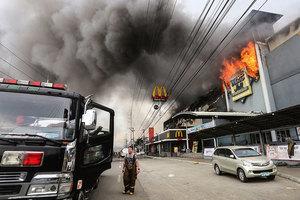 菲商場大火燒一天一夜 至少37人生死未卜