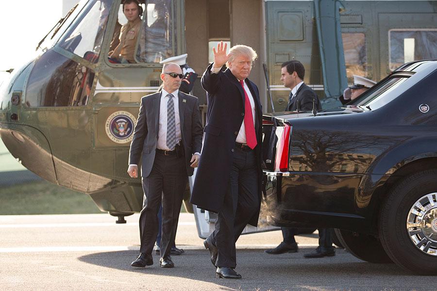 據一項最新調查,多數經濟學家認為,特朗普總統對近期美國經濟走強有一定貢獻。(Chris Kleponis-Pool/Getty Images)